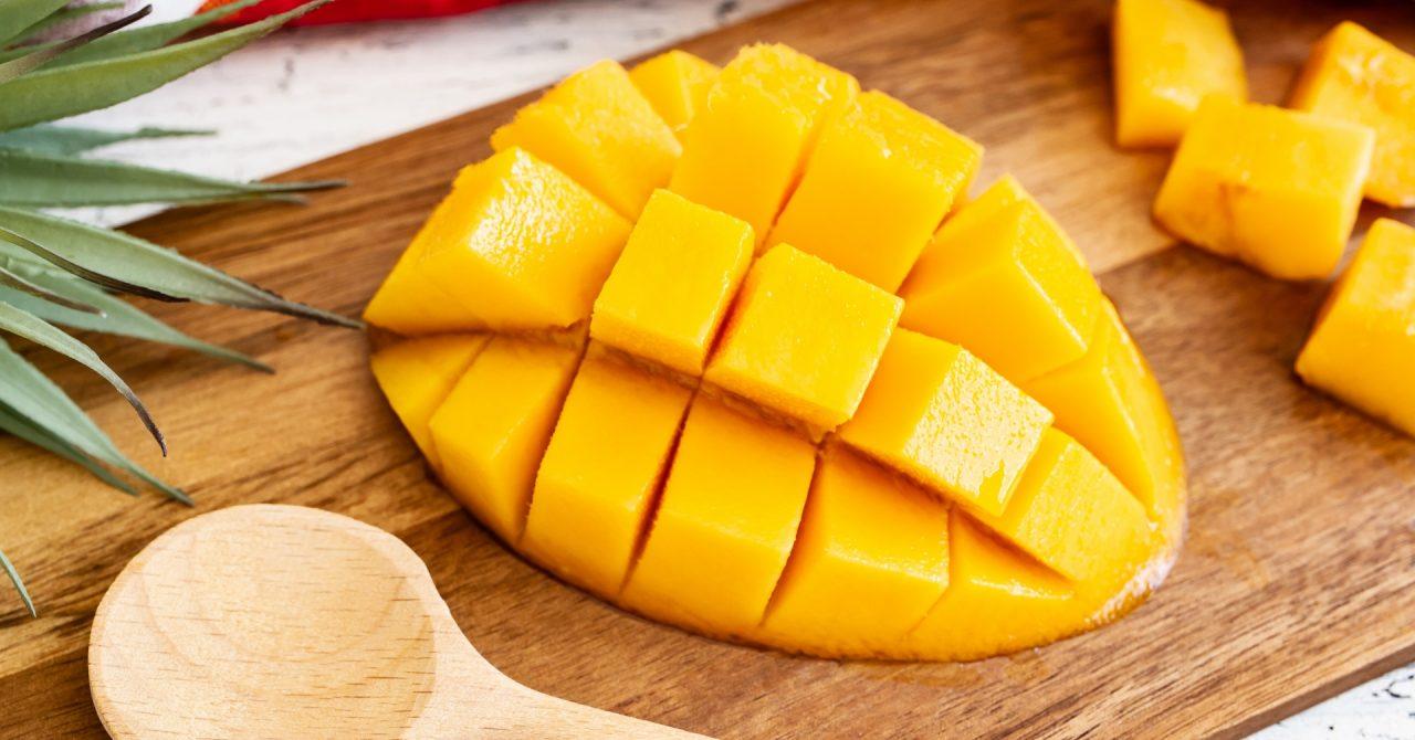 夏が旬で栄養価の高いマンゴー